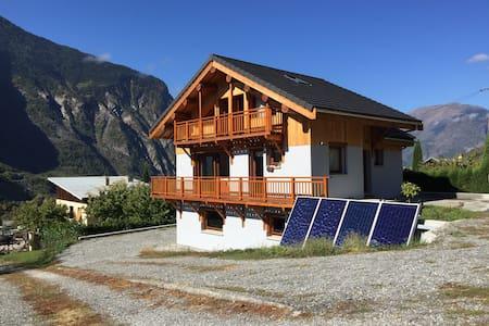 Maison moderne face aux montagnes - Saint-Julien-Mont-Denis