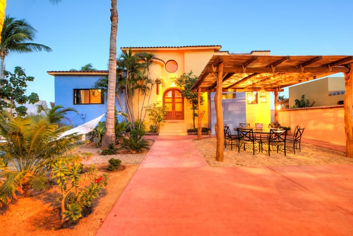 Casa Sueño, right on sandy beach!