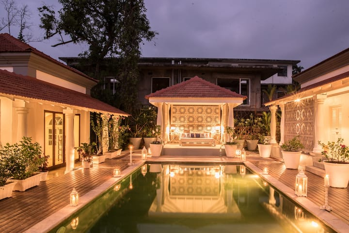 Massive 5 bedroom villa with a private pool