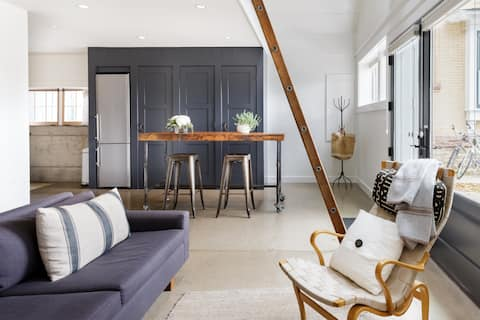 Industrial Chic Carriage House Close to Pearl Street