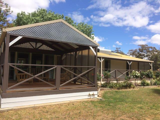 """Alloomba"" Holiday cottage"