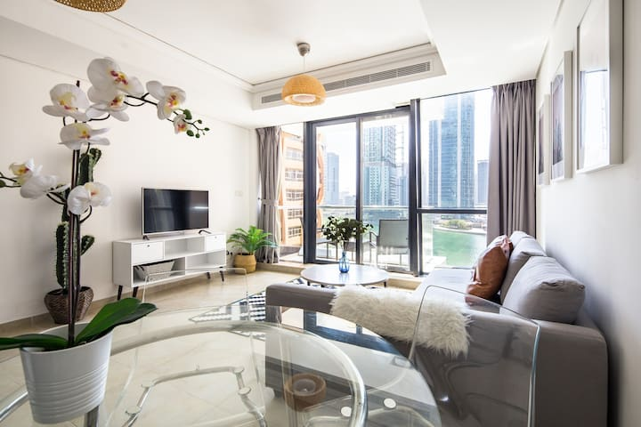 Premium + Modern 2BR Apartment in JLT - Lake Views