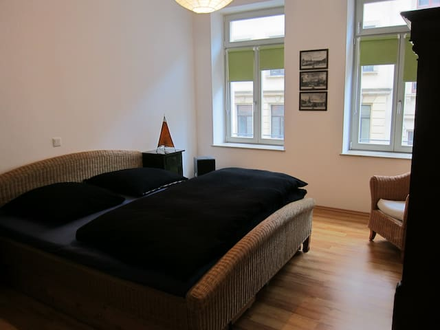 Schöne Wohnung im Herzen der Dresdner Neustadt - Dresden - Leilighet
