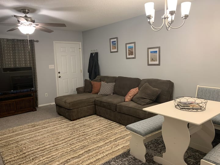 Clean, cozy, and private 2 Bedroom/1.5 Bath