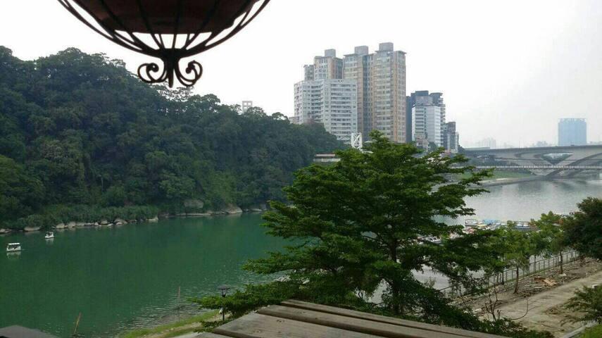Best lake view in Bitan! 5 mins  MRT !