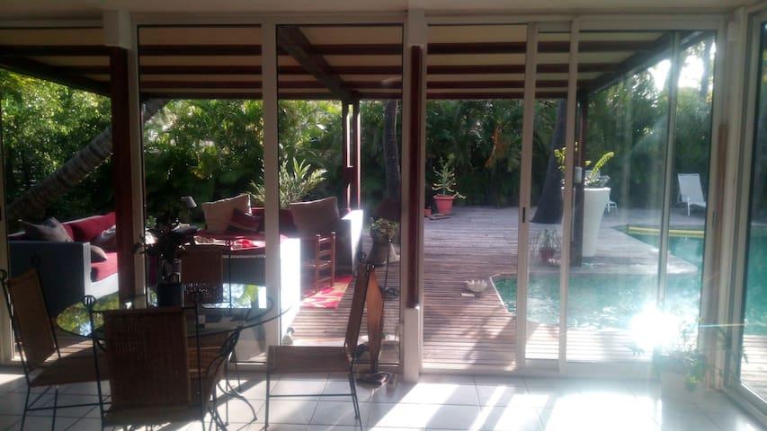 Charmante villa créole à 2 pas de la plage - l'Étang-Salé les Bains - Casa