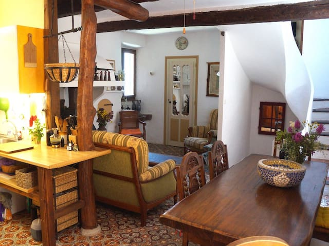 Magical Medieval Village House! - Assignan - Casa