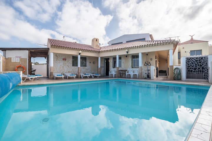 """Beautiful villa """"Highbury Grove"""" with pool and garden. Disabled friendly. Wifi available."""