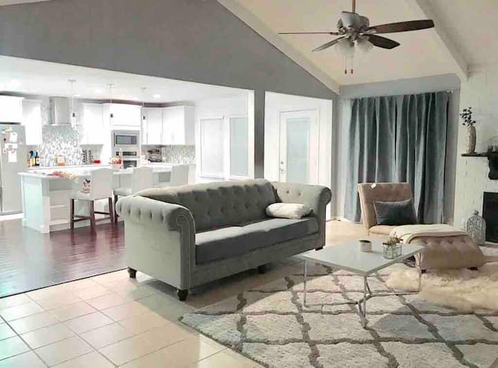 private room - LONG TERM stay, near UTA/Cowboys