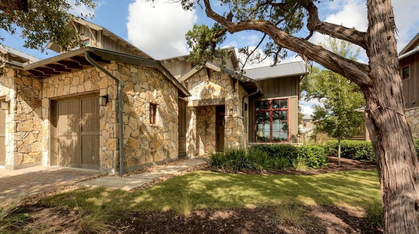 Spacious House at The Reserve at Lake Travis - Spicewood - Huis