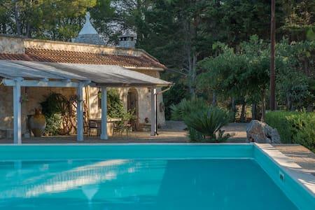 Trullo inn Villa: pool, garden, bbq, wifi - チェリエ・メッサーピカ