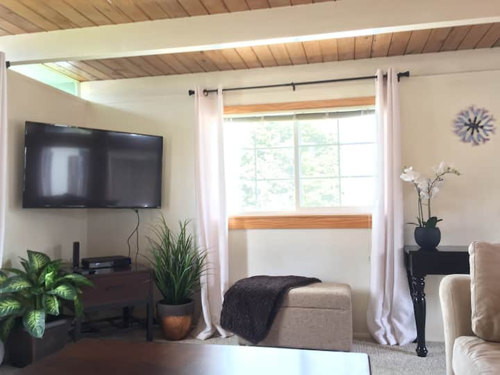 Heart of the City 1 BR w/ King / 5 min - campus