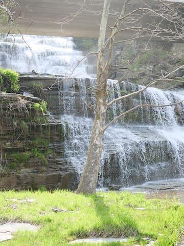 Finger Lakes Waterfall Resort LAKEFRONT VIEW ROOM3
