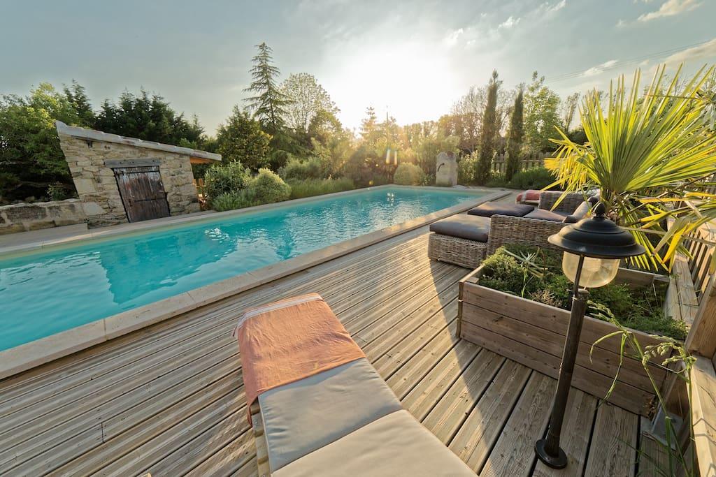 maison en pierre ind pendante piscine chauff e suites. Black Bedroom Furniture Sets. Home Design Ideas