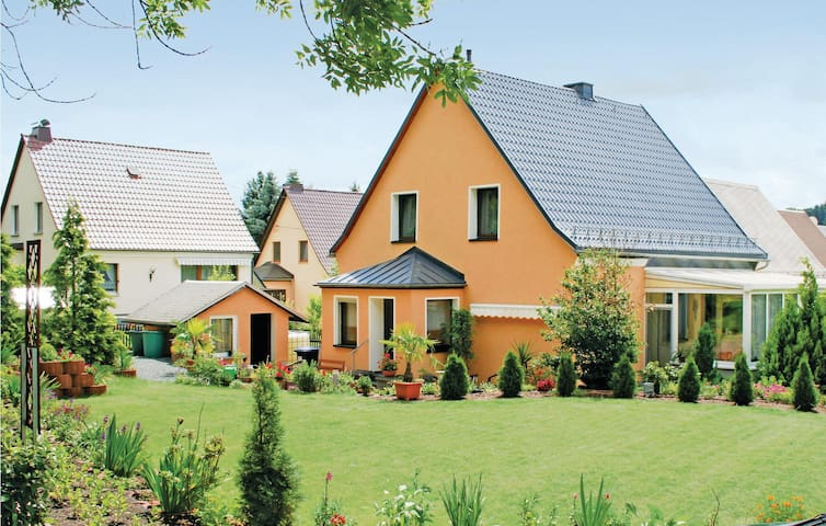 Holiday cottage with 3 bedrooms on 110 m² in Oelsnitz