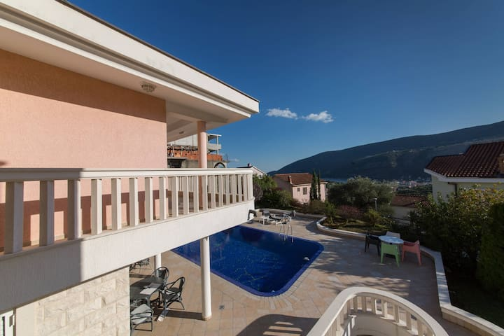 P&N Resort > 2BD Apartment with Pool and Sea View
