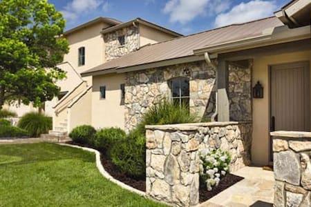 Stablewood Springs Resort, Hunt, TX Studio Condo - Apartamento