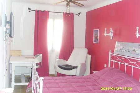 Chambre propre et accueillante - Elne