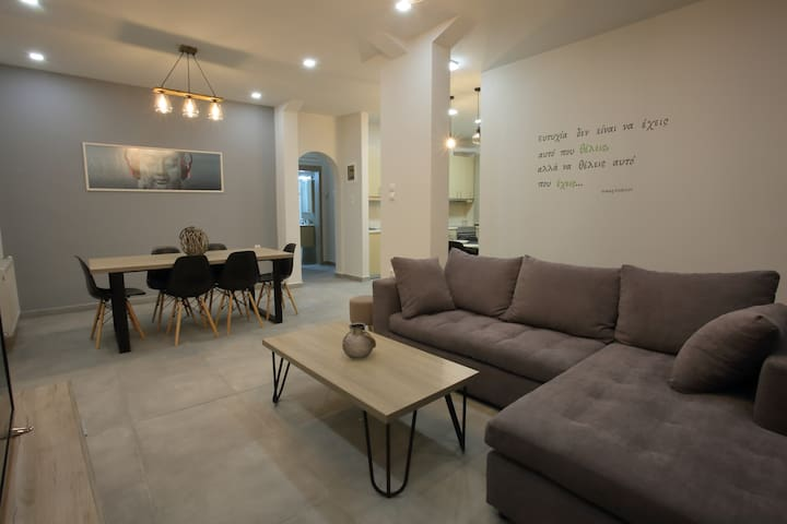 Fay's  modern & cosy apartment in Iraklion