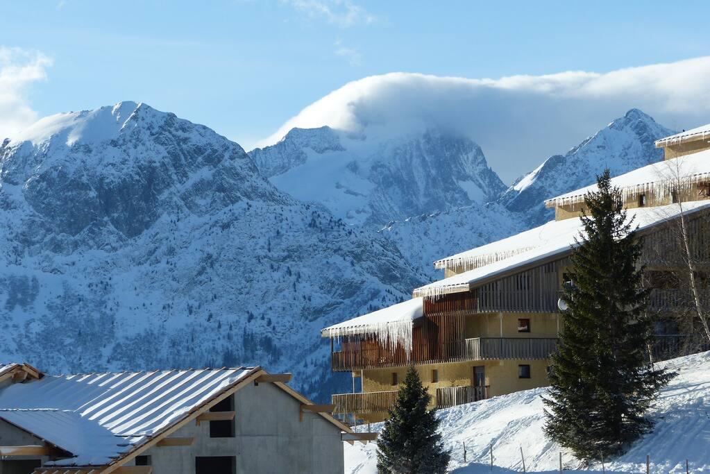 Studio exposé sud avec vue sur les pistes et les 2 Alpes