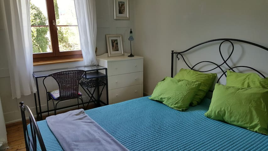 Small and cozy double bed room - Winterthur - House
