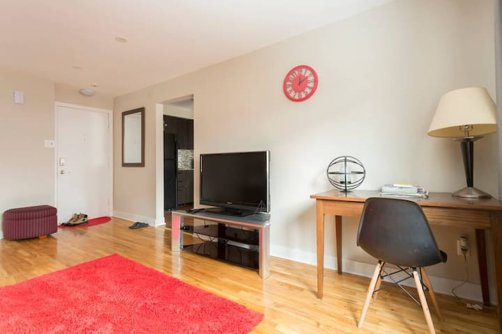 Renovated apartment close to 2 metro stations!