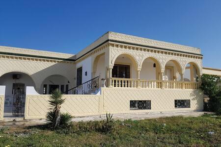 Villa Soliman au bord de la mer