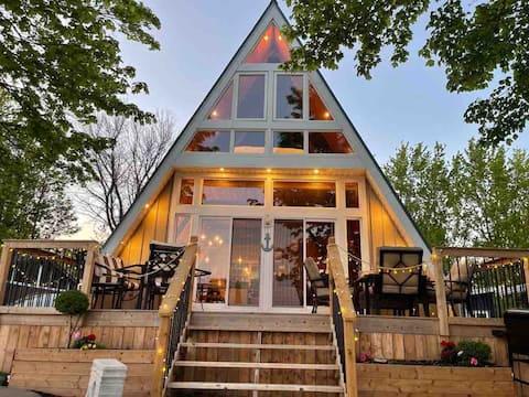 """A"" Couples Beautiful Cottage - Lake Erie Escape"