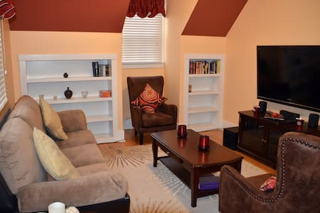 2 BEDROOM COACH HOUSE - EVANSTON - Evanston