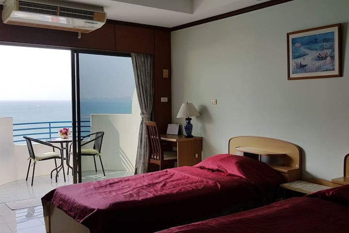 *Sea view, beachfront* VIP Condochain Pattaya