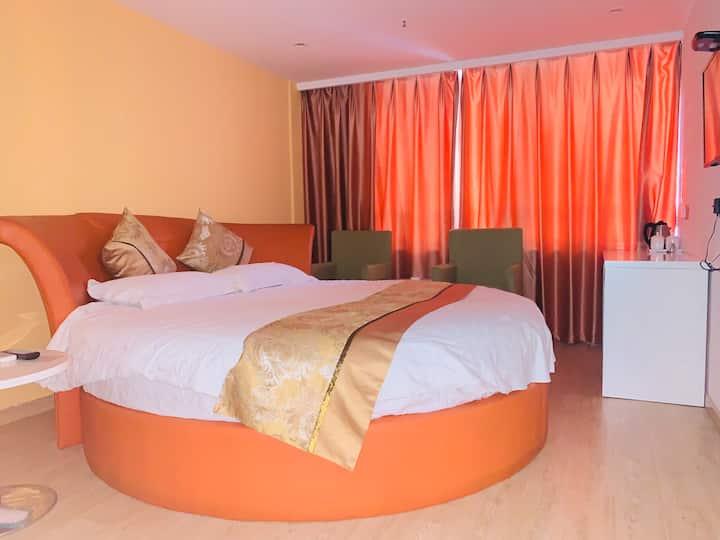 温馨浪漫圆床房