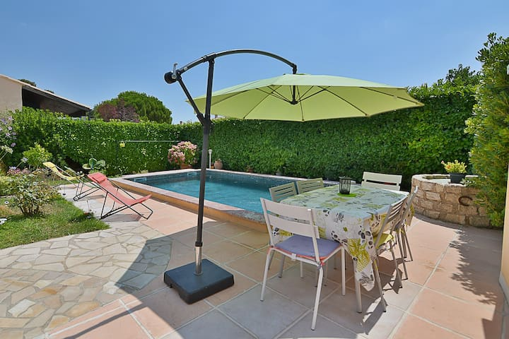 Private pool Villa with aircond near Montpellier