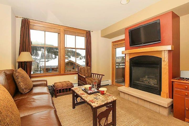 Ski In\ Ski Out! | Awesome All Around | Hot Tubs | Views!