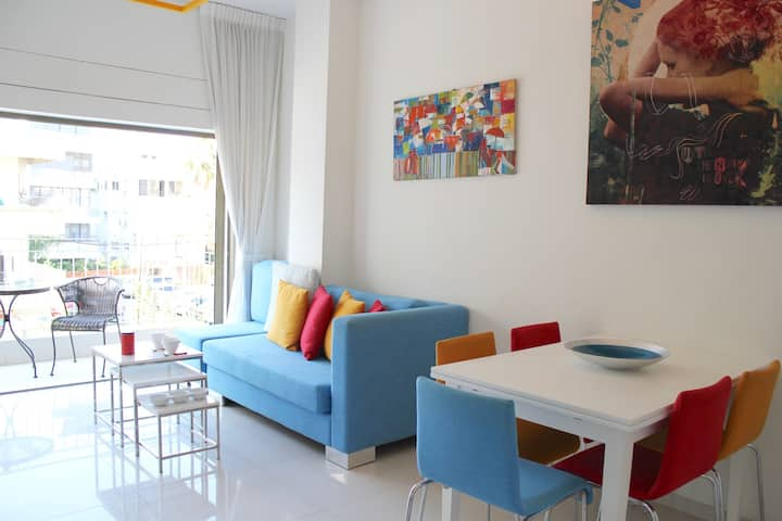 --> Gordon Beach {2bedrooms/2bath} Balcony/ Modern