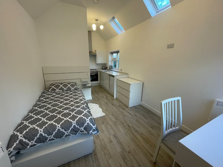 Cambridgeshire studio with en-suite & kitchen