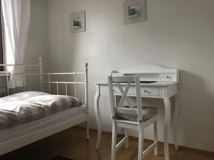 Charmantes Privatzimmer in Ismaning III