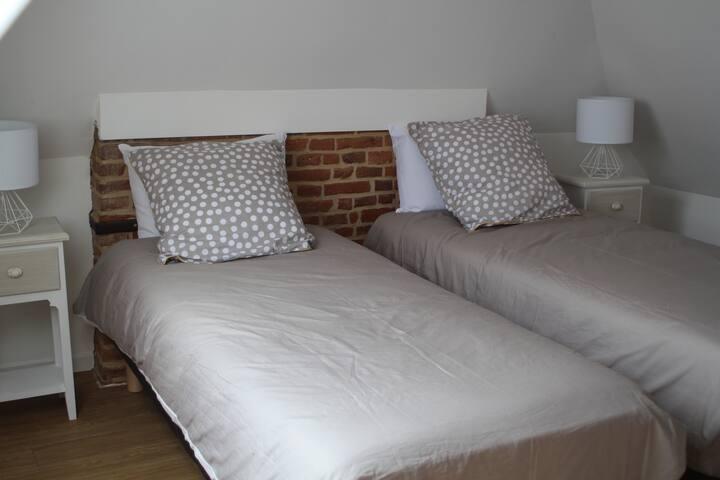 Chambre cosy deux lits proche Amiens et hôpital