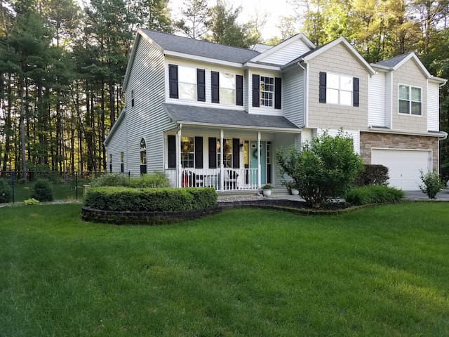 Family home 3 miles from track & downtown Saratoga