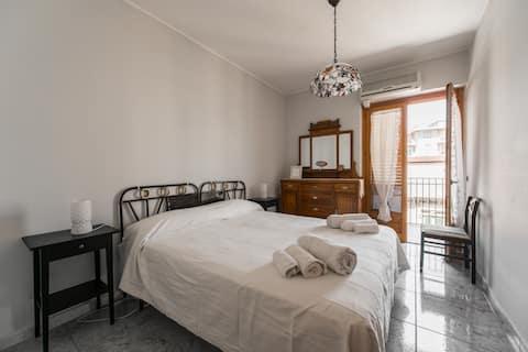 Din treværelses lejlighed i centrum med garage
