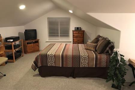 Mountain Retreat Room - Brookings