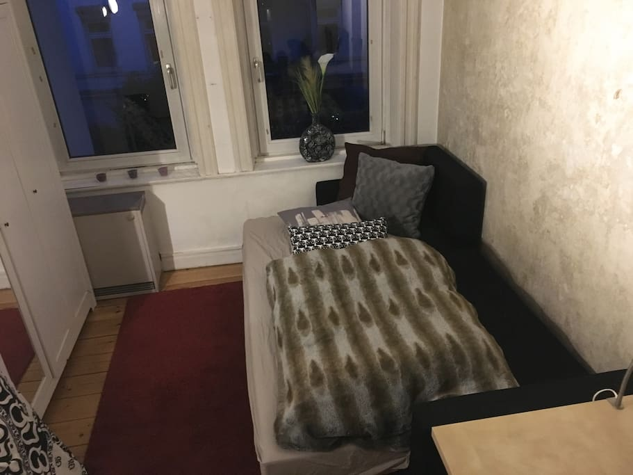 gem tliches zimmer im szenenviertel apartments for rent. Black Bedroom Furniture Sets. Home Design Ideas