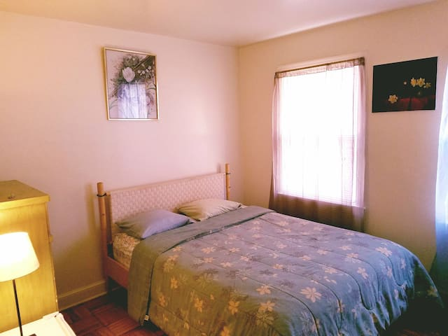 CHEAP!! PRIVATE!!  ROOM!! 10 Minutes to Metro - Mount Rainier - Lejlighed