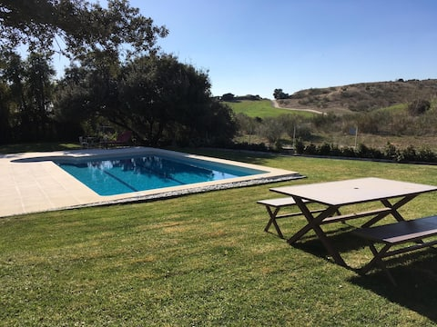 Peaceful city escape- pool & access to countryside