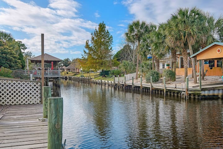 Spacious, dog-friendly home with a private pool & jet ski lift, on the canal!
