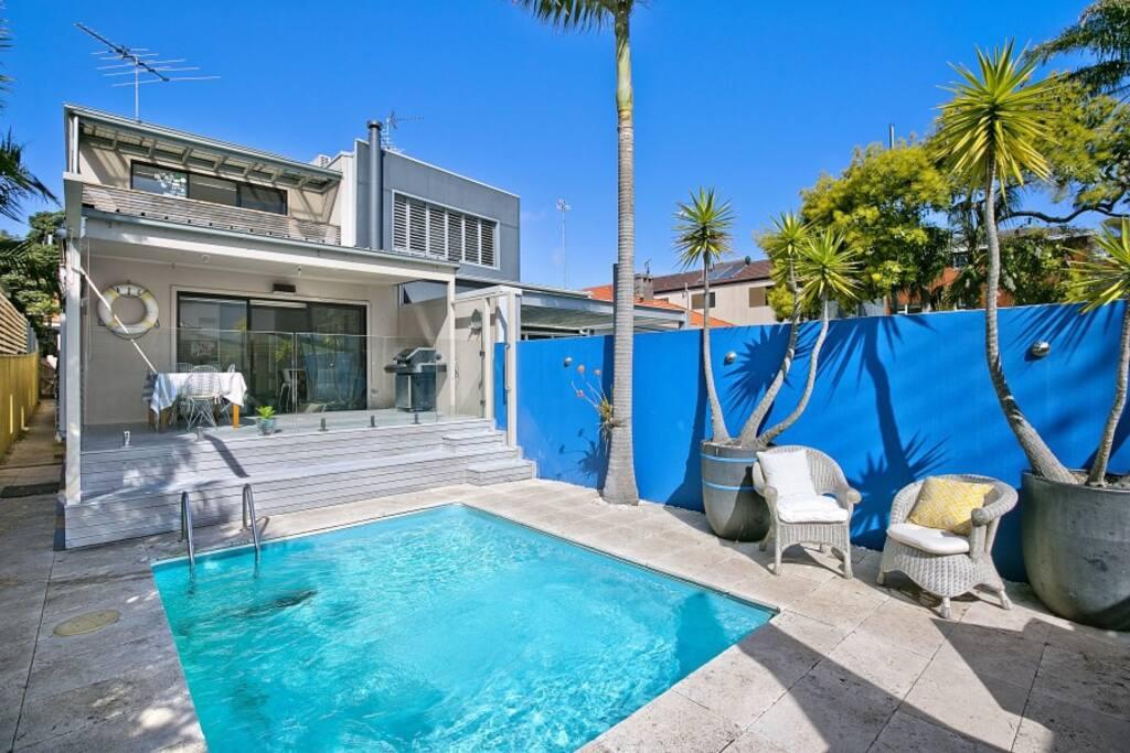 Sunbathed private pool