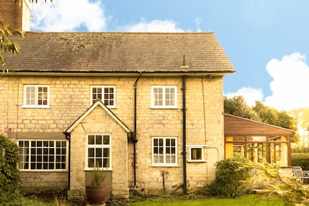 Apple Cottage (Between West Stafford & Crossways)
