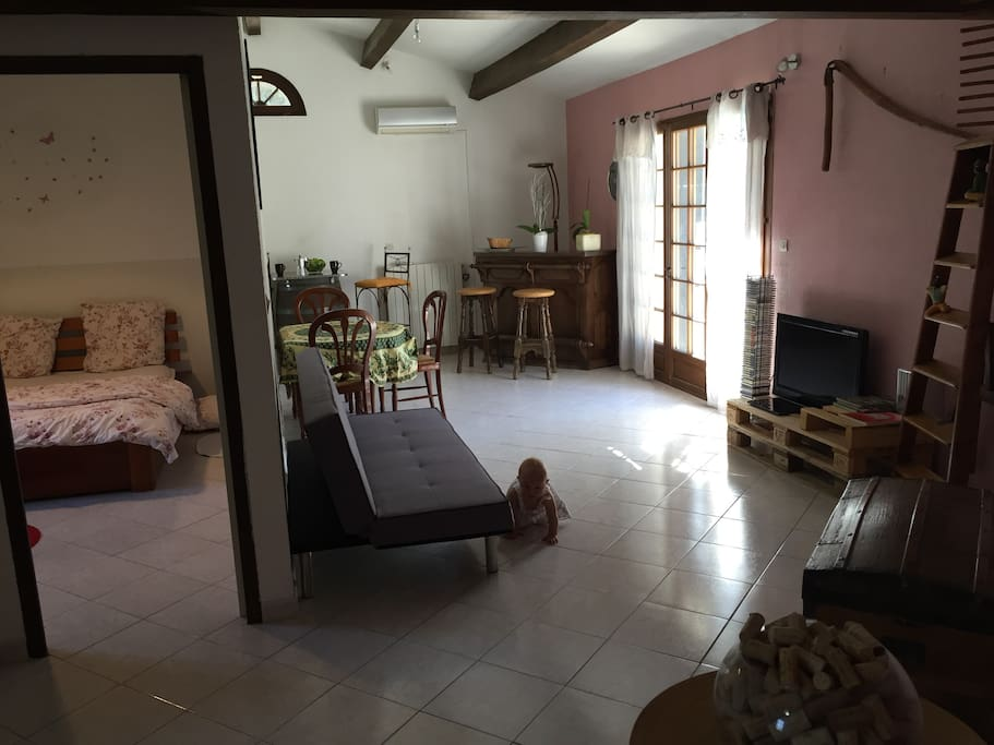 espace chambre et salon avec clic-clac