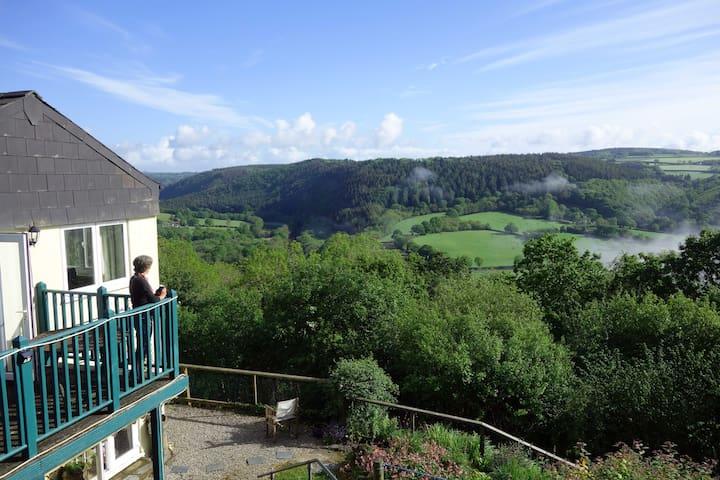 Harewood Cottage - Super King Size Room + Balcony