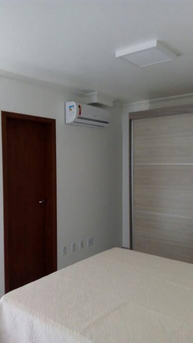 Quarto de casal com ar-condicionado