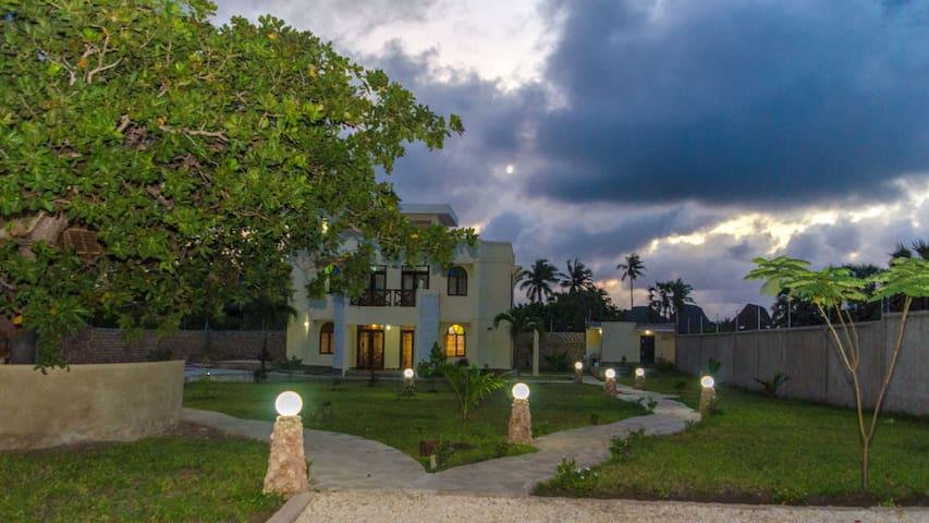 Villa Cashew Diani